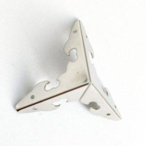 Уголок трехгранный декоративный цвет серебряный