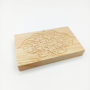 Дощечка деревянная с резным рисунком 13,5*8,5 см